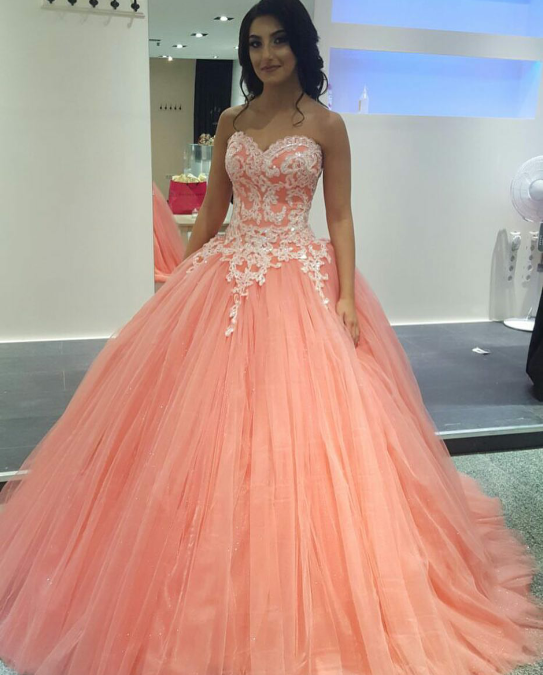 5c7a7248e1b 2017 Vintage Coral Prom Dress Puffy Ball Gown Sparkly Appliqued Bodice  Dropped Tulle Prom Dresses Girls