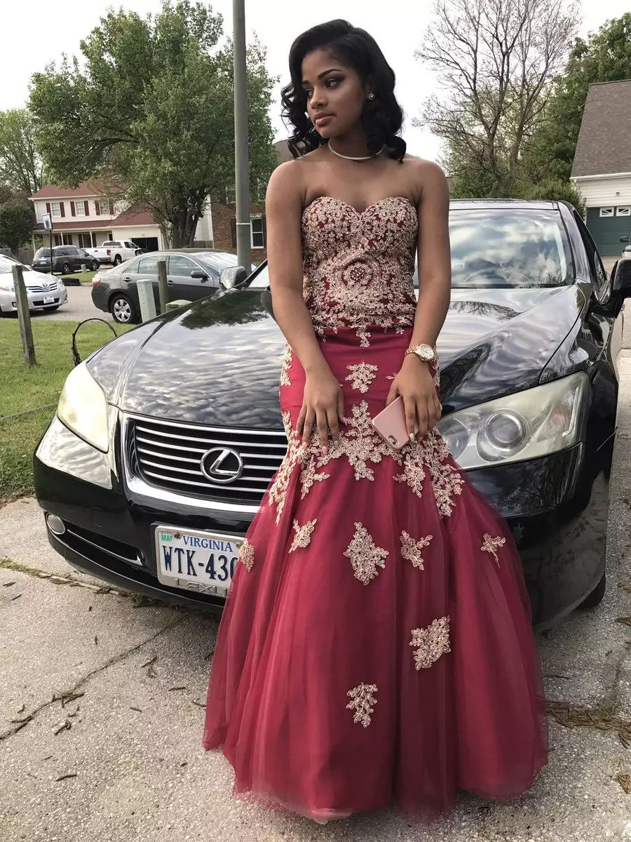 2d4d1b4a7aa7 African Burgundy Prom Dresses Tulle Mermaid Sweetheart Long Party Dress  Beading Gold Appliques Black Girls Evening