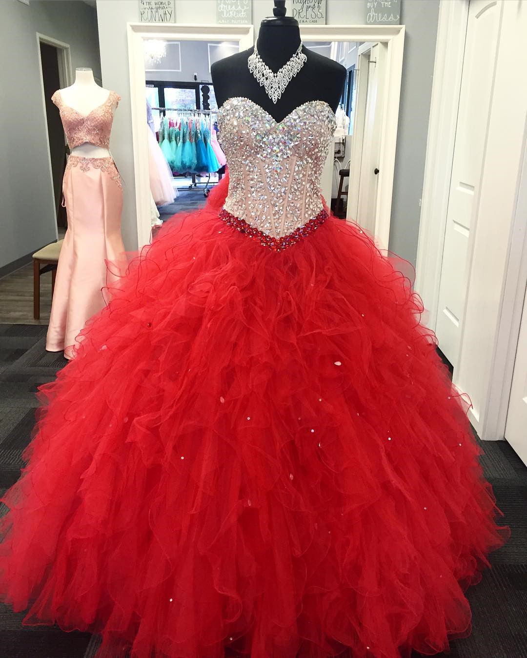 Red Quinceanera Dress Ball Gown Sweetheart Sweet 15 16 17 Party Gowns Quinceanera Dresses Teens Dancer Dress with Crystals Ruffles Quinceanera Dress Prom Dress
