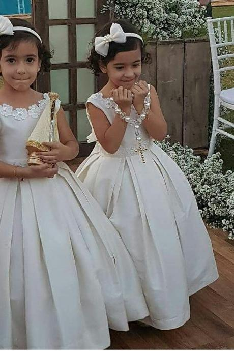 Cute Ball Gown Long Flower Girl Dresses with Lace Appliques
