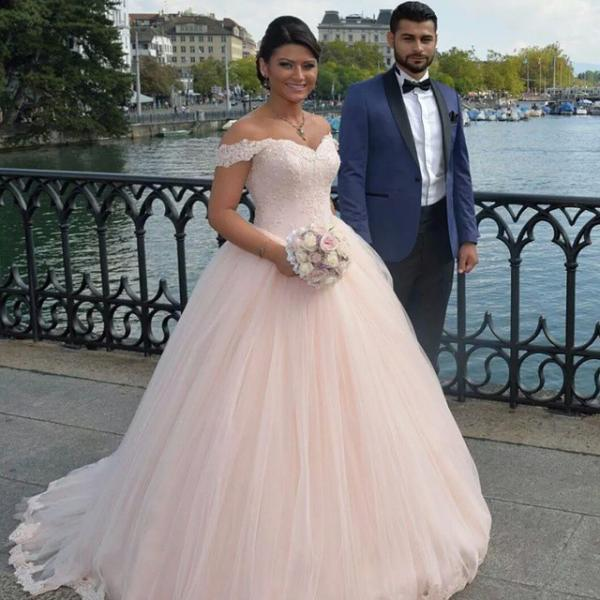 Stunning Ball Gown Wedding Dress, Off Shoulder Wedding Dresses with Short Sleeves , Puffy Tulle Bridal Dresses , Princess Wedding Gowns with Lace Appliques ,Back Lace Up Bride Dresses